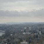 Blick auf die verschneiten Elbhänge von Dresden